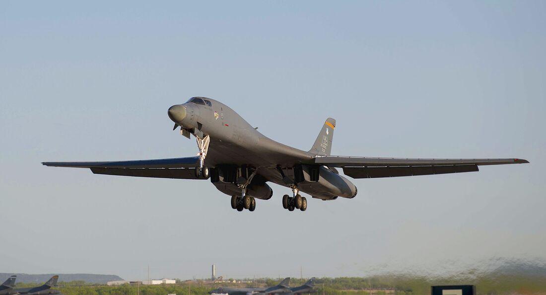Boeing B-1B Lancer der USAF startet in Dyess AFB.