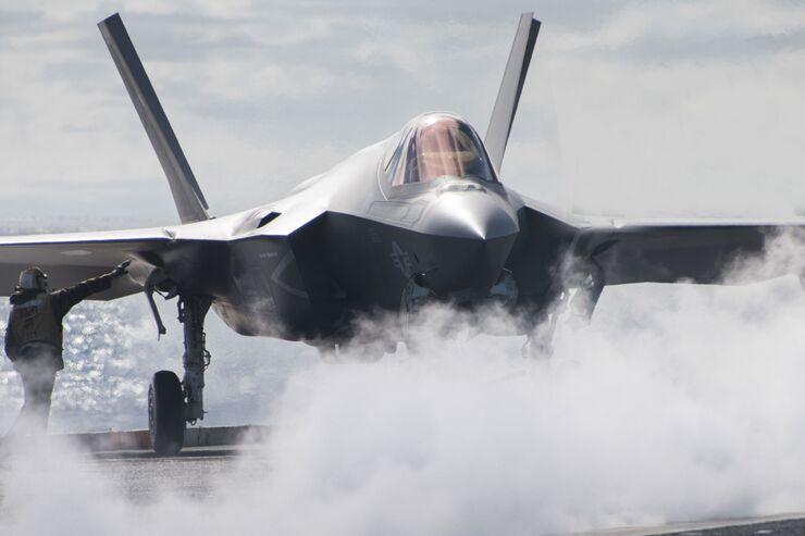 """Lockheed Martin F-35C der VFA-147 auf der USS """"Carl Vinson""""."""